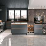Стильный дизайн интерьера просторной кухни в ЖК Тридцать восьмая жемчужина
