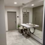 Лаконичный интерьер санузла в квартире ЖК Вест Хаус
