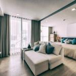 Дизайн интерьера совмещенной спальни и гостиной в квартире ЖК Чикаго